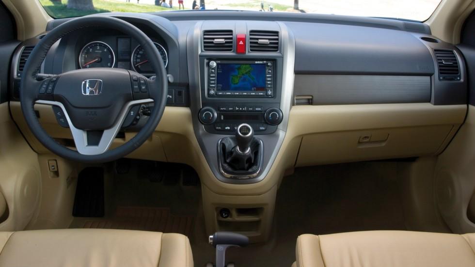 На фото: Торпедо Honda CR-V '2006–09