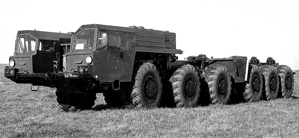 Первое полноприводное шестиосное шасси МАЗ-547А с двумя кабинами (из архива МЗКТ)