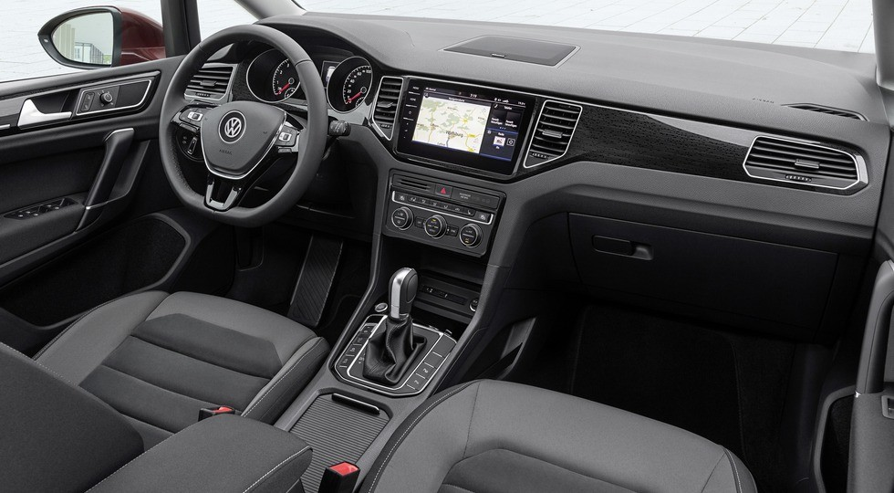 Названы цены на улучшенный VW Golf Sportsvan