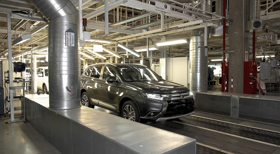 На фото: Mitsubishi Outlander