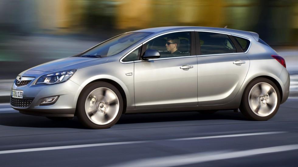 На фото: Opel Astra (J) '2009–12