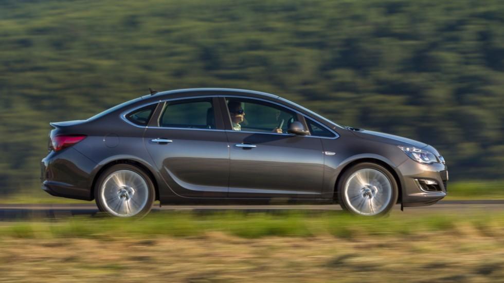 На фото: Opel Astra Sedan (J) '2012–н.в.