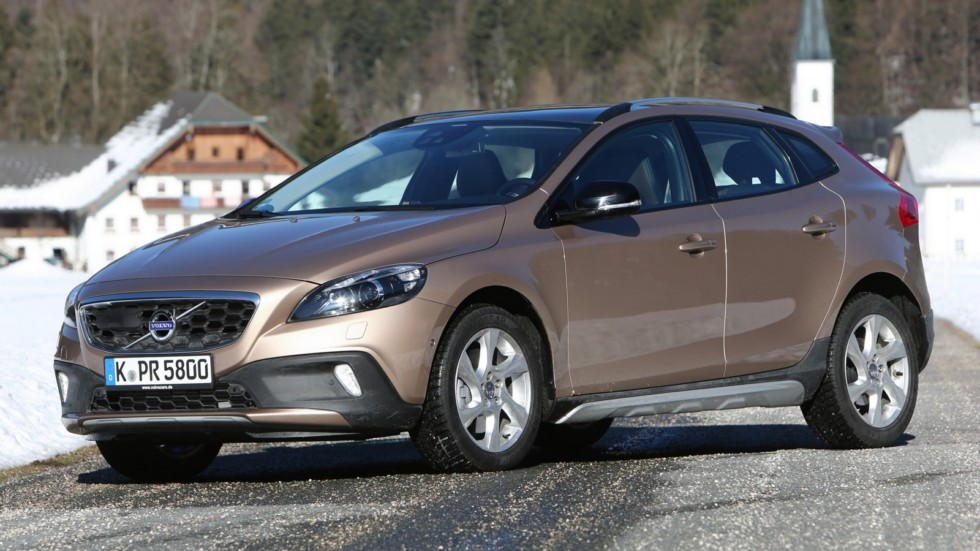 На фото: Volvo V40 Cross Country T5 '2012–16