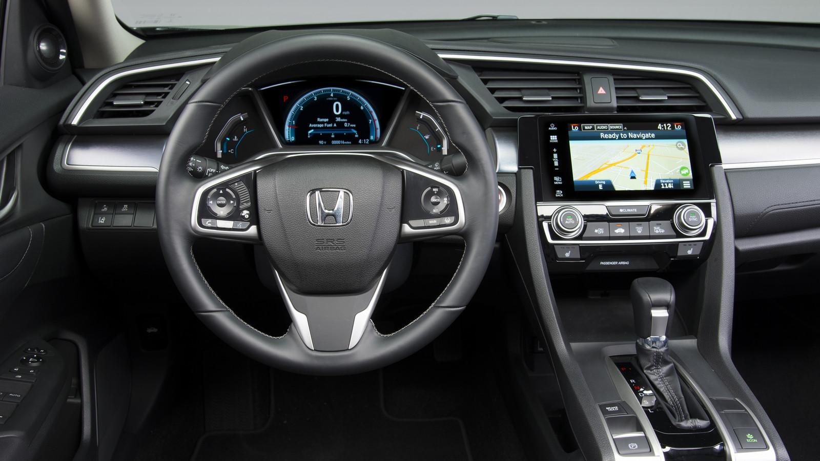 Некоторые опции мультимедийных систем отвлекают водителей