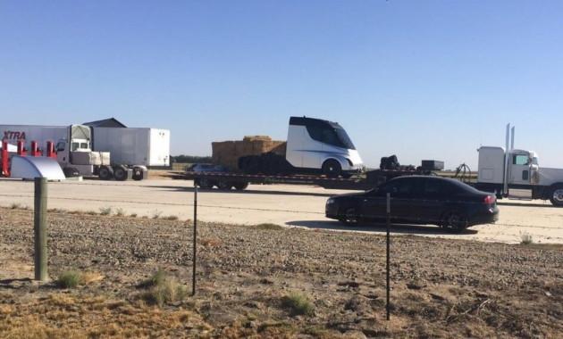 Вweb-сети  появились фотографии  беспилотного грузового автомобиля  Tesla