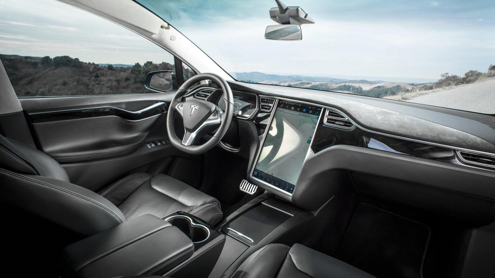 Вweb-сети интернет появились официальные рендеры электрогрузовика Tesla Semi