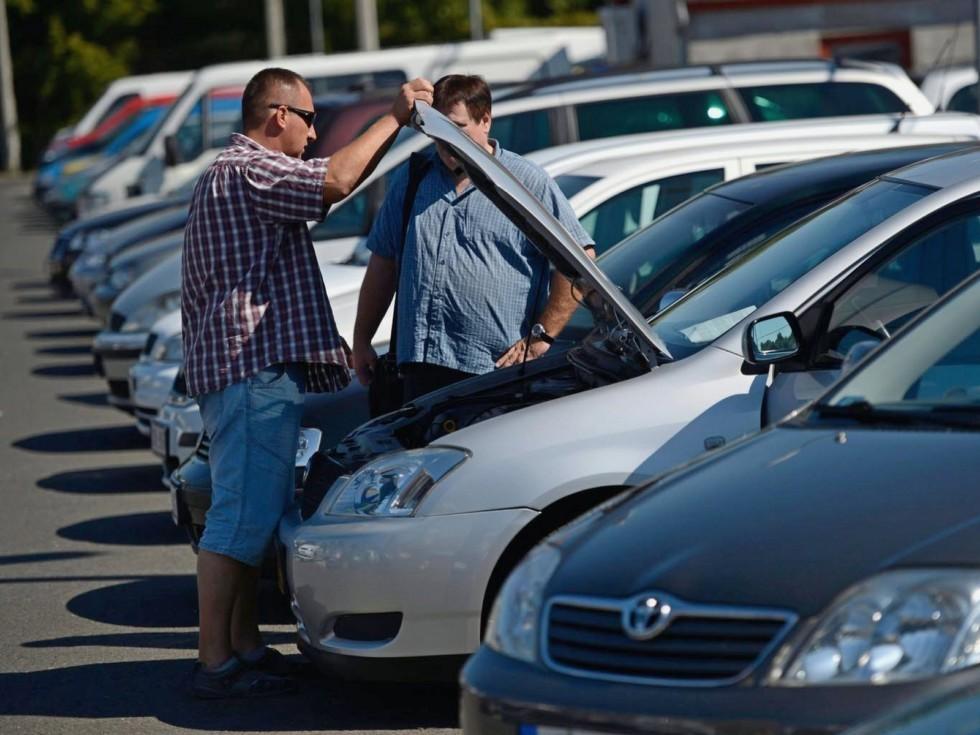 Средняя стоимость подержанного легкового авто превысила 700 тыс. руб.