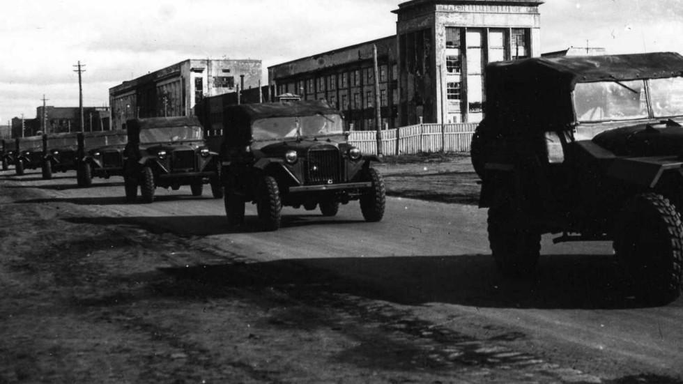 Автомобиль ГАЗ-67. Из ворот завода на фронт. 1942 г.