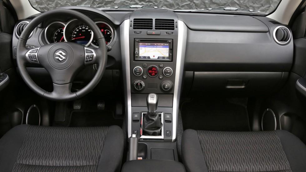 На фото: Торпедо Suzuki Grand Vitara 5-door '2012–н.в.