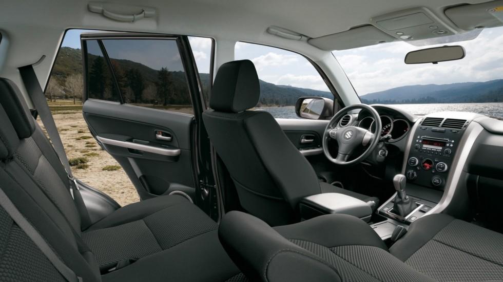 На фото: Интерьер Suzuki Grand Vitara 5-door '2008–12