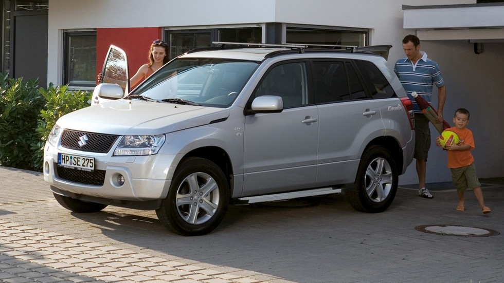 На фото: Suzuki Grand Vitara 5-door '2005–08