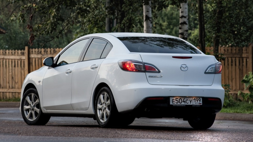 На фото: Mazda3 Sedan '2009–11