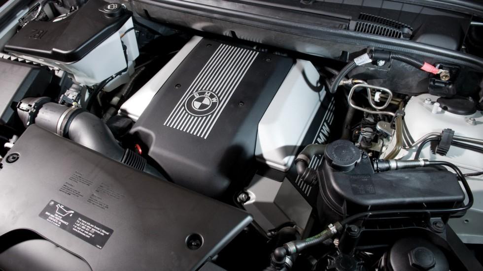 На фото: Под капотом BMW X5 4.6is (E53) '2002–03