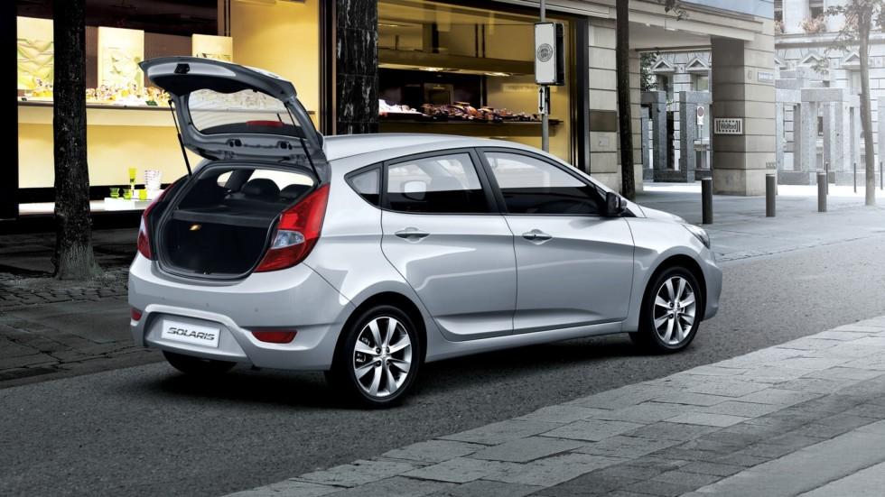 На фото: Hyundai Solaris Hatchback '2011–14
