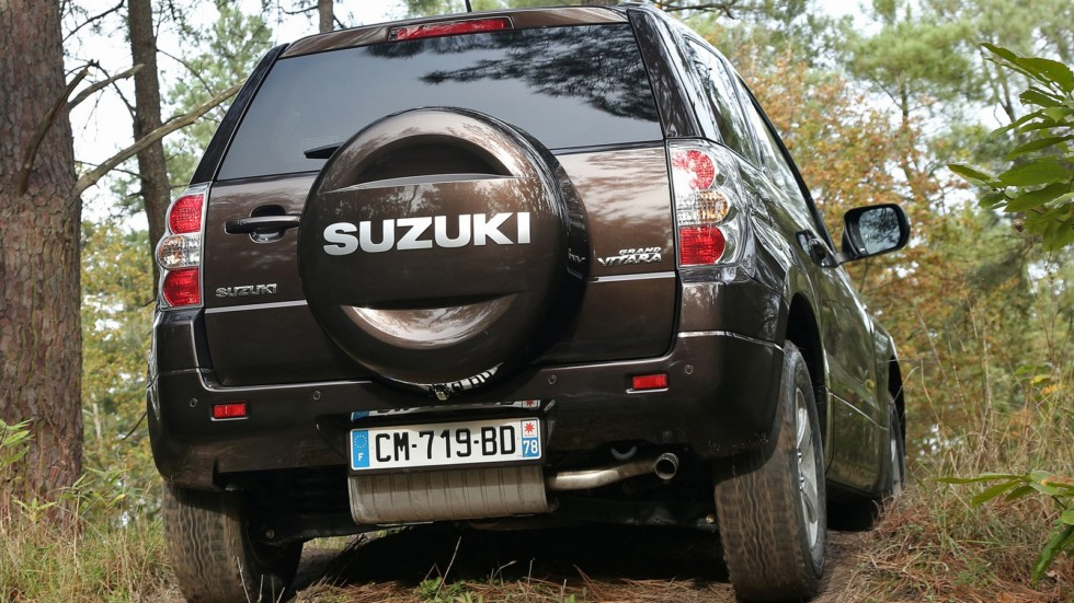 На фото: Suzuki Grand Vitara 3-door '2012–н.в.