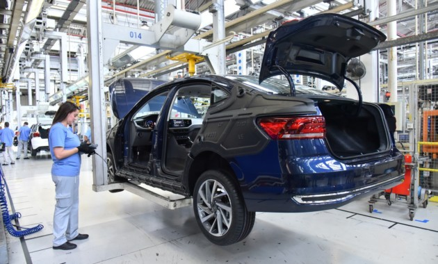 Volkswagen запустил серийное производство седана Polo нового поколения