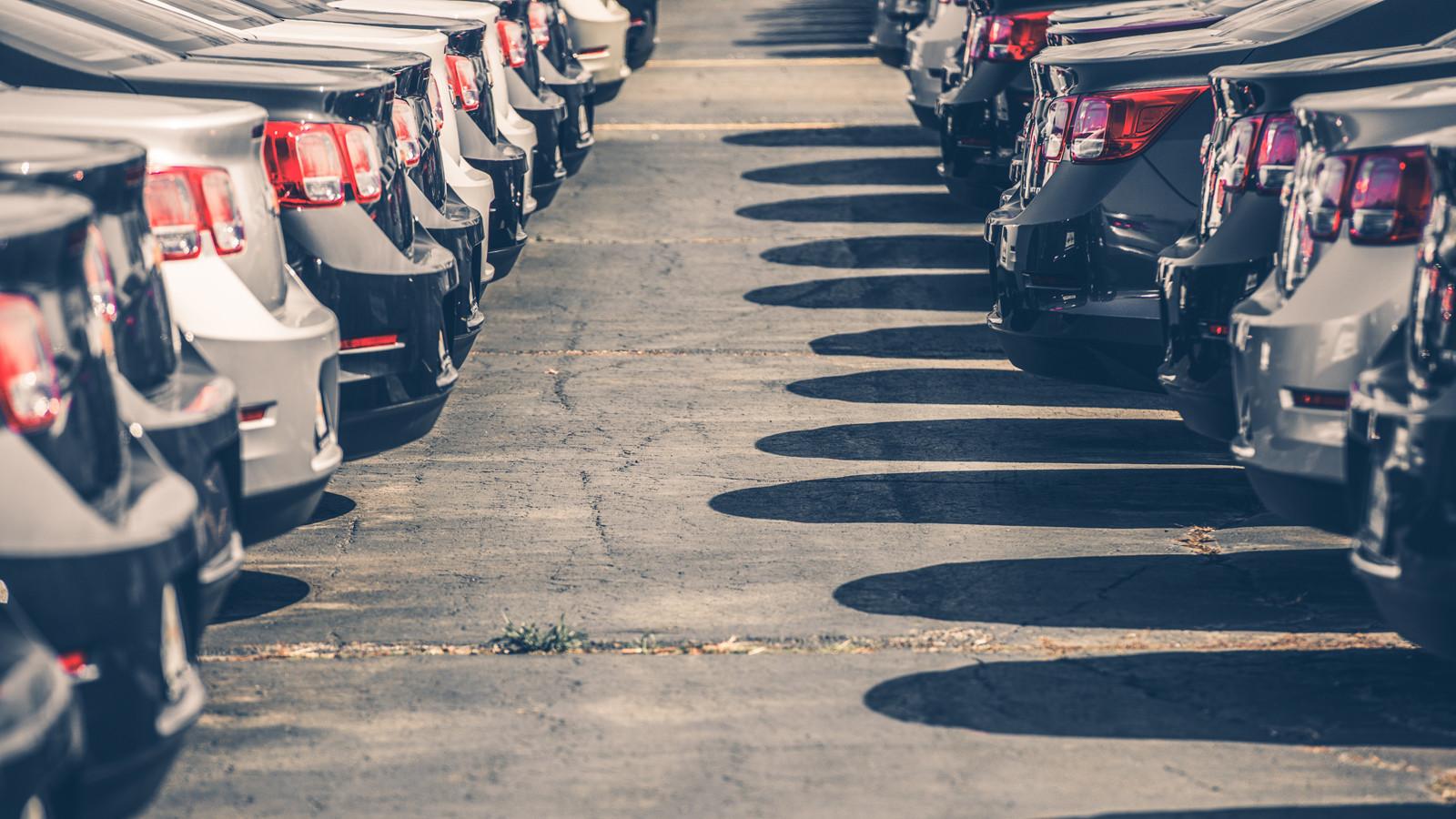 Средневзвешенная цена нового легкового автомобиля в РФ составила 1,33 млн руб.