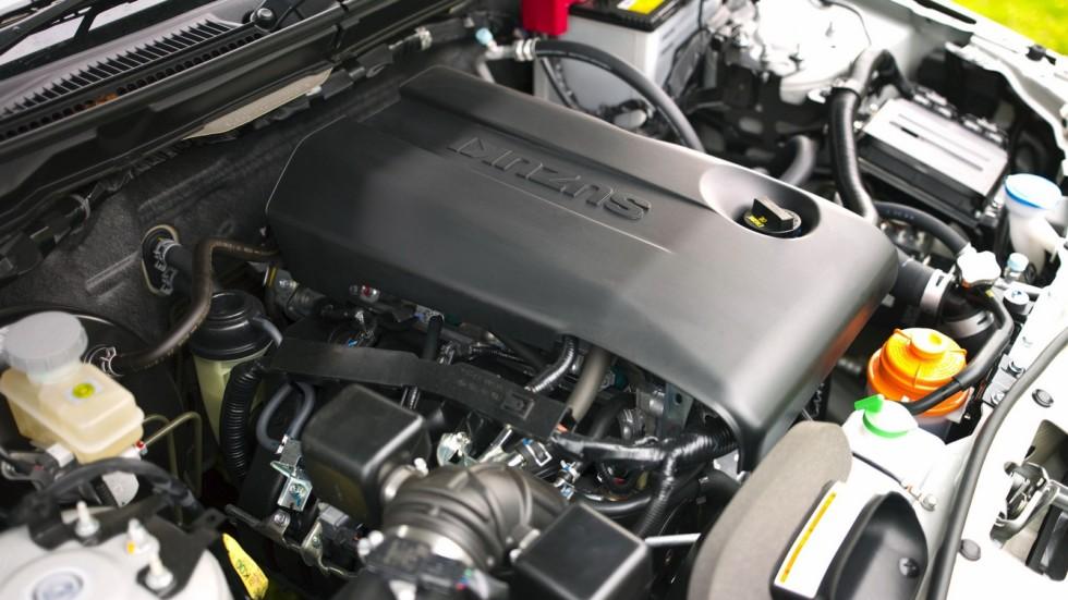 На фото: Под капотом Suzuki Grand Vitara 3-door '2008–12