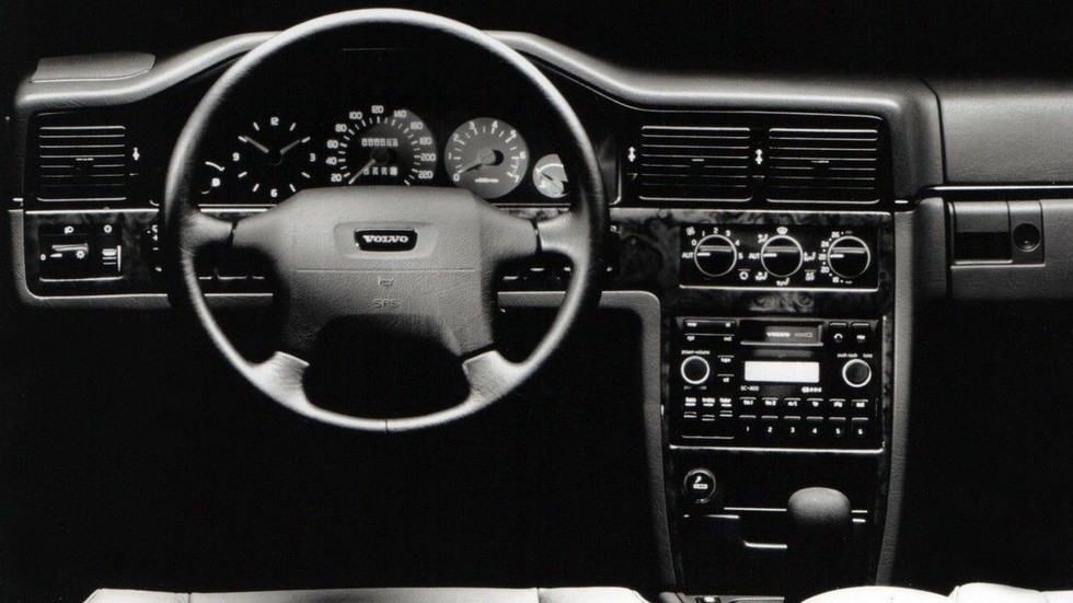 На фото: Торпедо Volvo 960 '1994–96