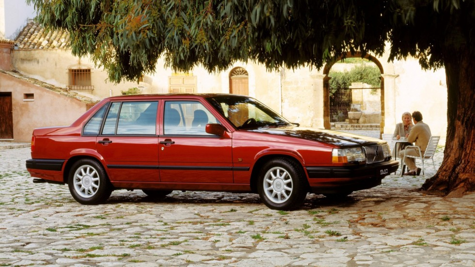 На фото: Volvo 940 '1990–1998
