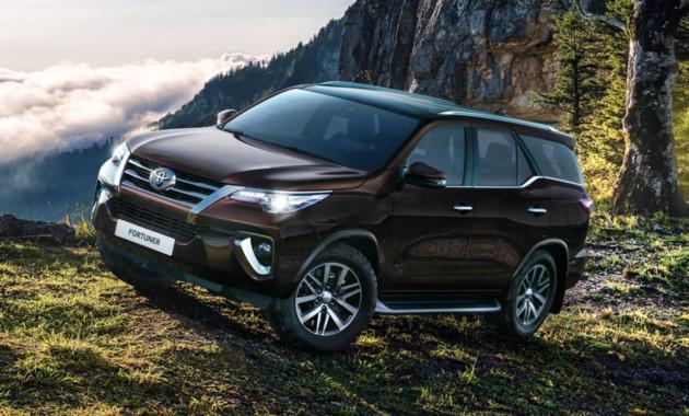 Новый японский вседорожный автомобиль Тойота Fortuner вышел на рынок России