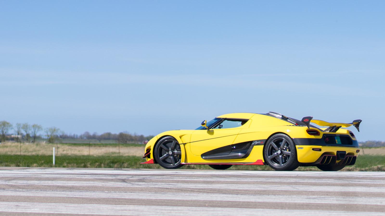 Самый быстрый автомобиль мира разогнали почти до458 километров