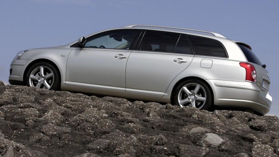 На фото: Toyota Avensis Wagon '2006–08