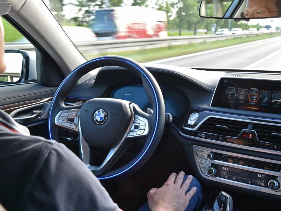 На фото: система автономного вождения в автомобилях BMW