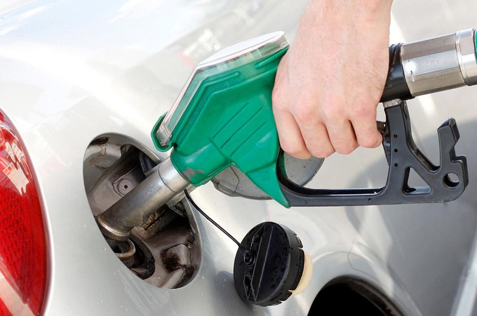 Вице-премьер РФ рассказал о том, как увеличатся цены на бензин по итогам года