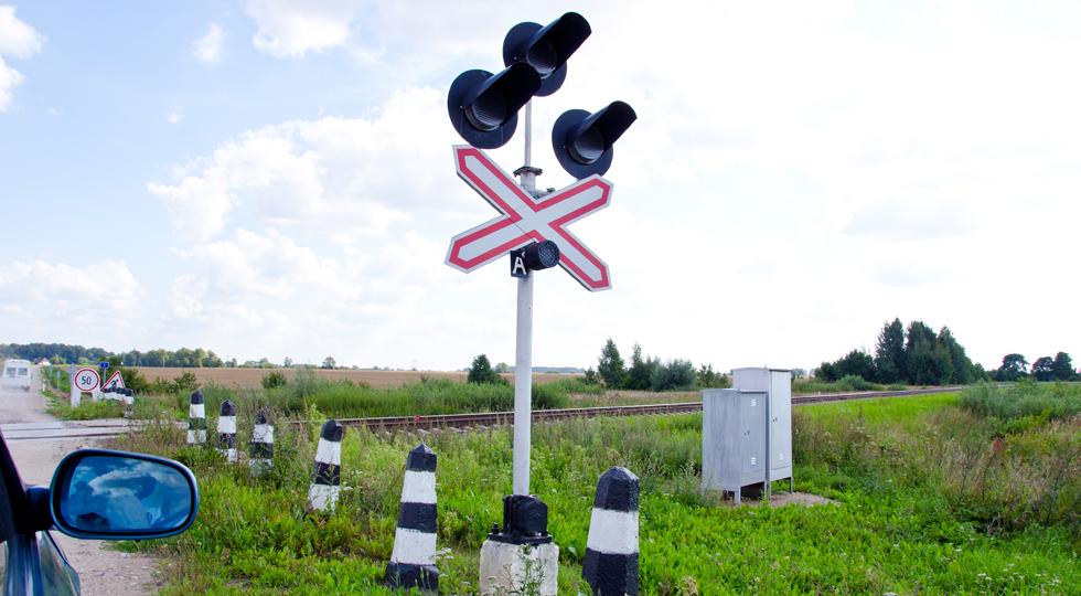 Car stand railway crossing road traffic-light