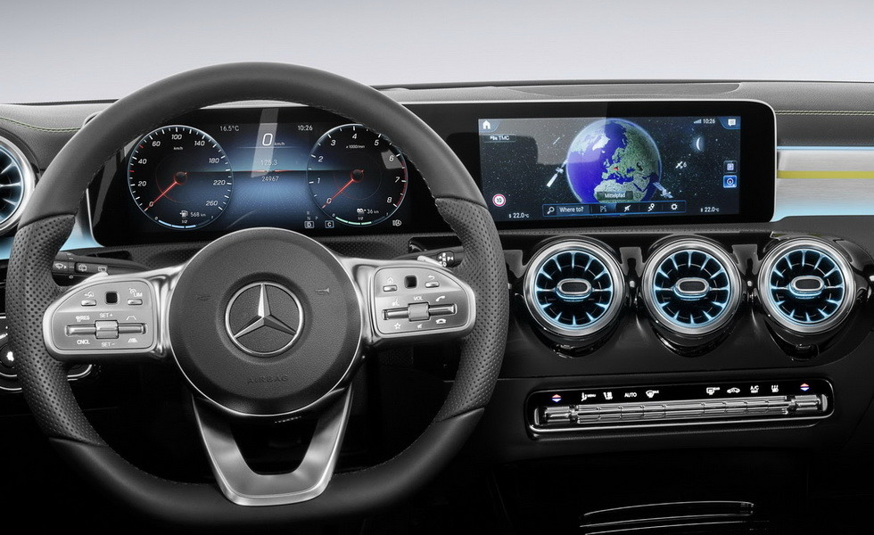 Benz продемонстрировал инновационный мультимедийный комплекс MBUX