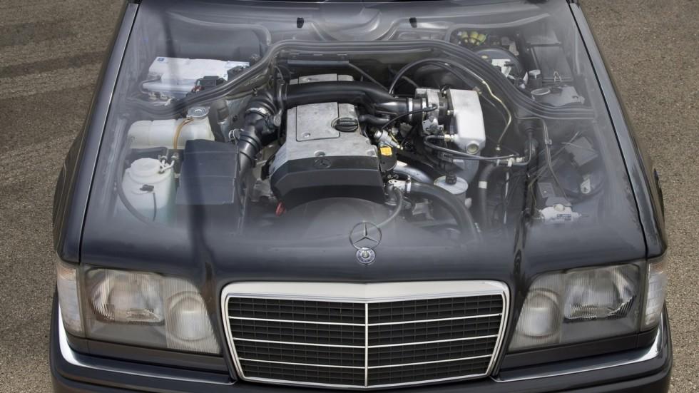 На фото: Mercedes-Benz E 220 Cabrio '1993–1996