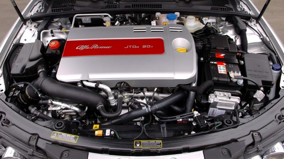 На фото: Под капотом Alfa Romeo 159 '2006–08