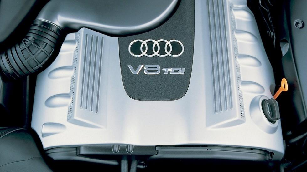 На фото: Под капотом Audi A8 3.3 TDI quattro (D2) '1999–2002