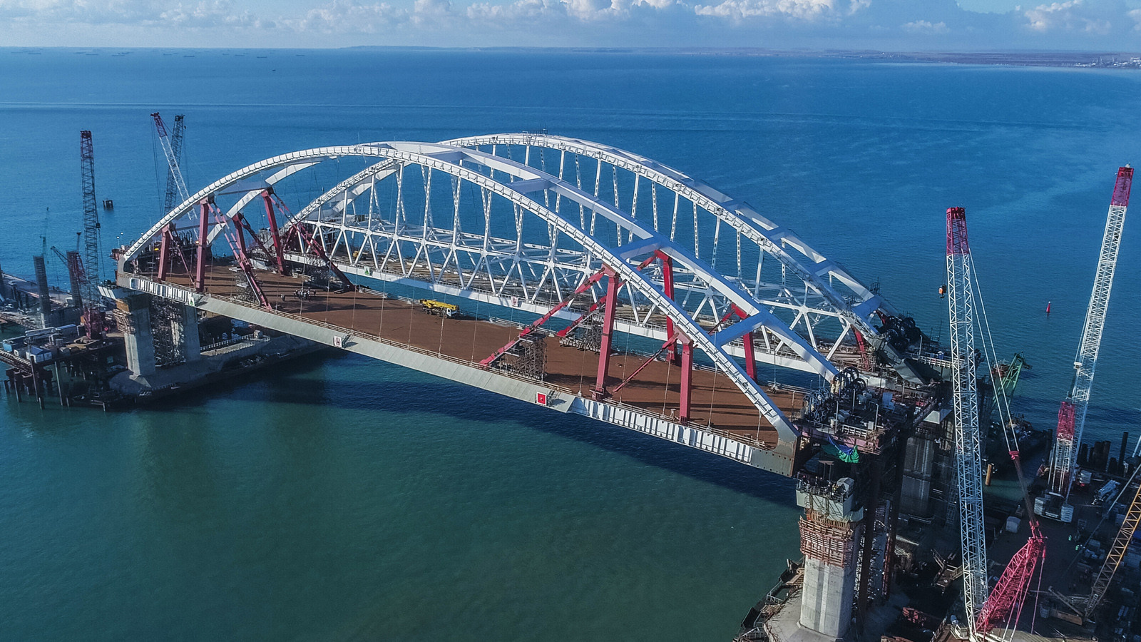 Название «Крымский мост» отражает немалое значение проекта для полуострова,