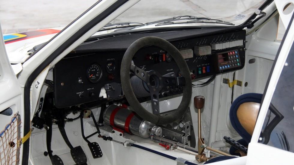 peugeot_205_t16_rally_car_10