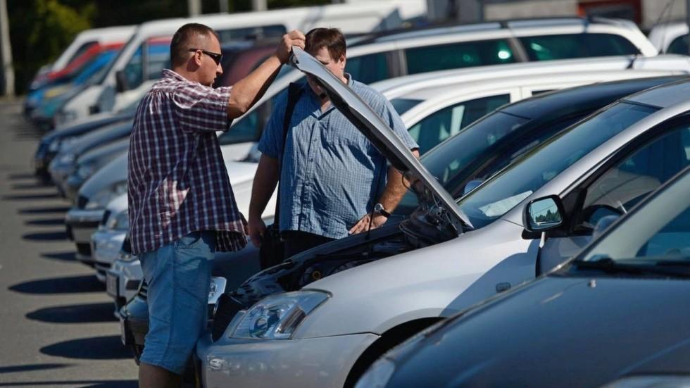 В РФ упали вцене автомобили спробегом