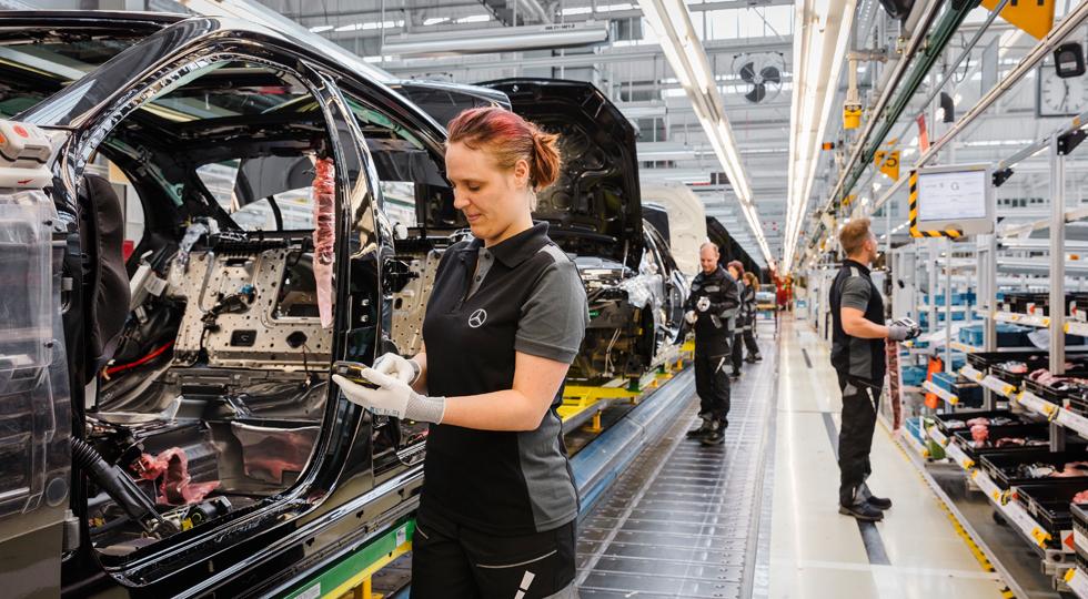 Mercedes-Benz Werk Sindelfingen produziert künftig Elektrofahrzeuge der neuen Produktmarke EQ