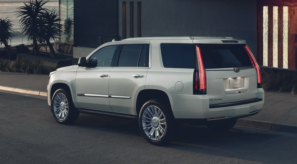 В России стартуют продажи обновленного Cadillac Escalade