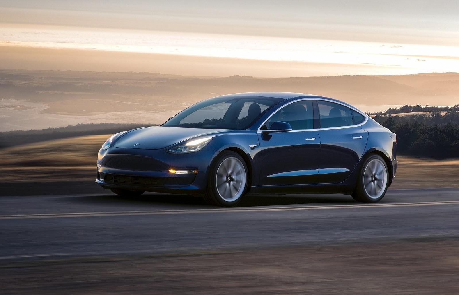 Tesla впервый раз продала неменее 100 000 электромобилей загод