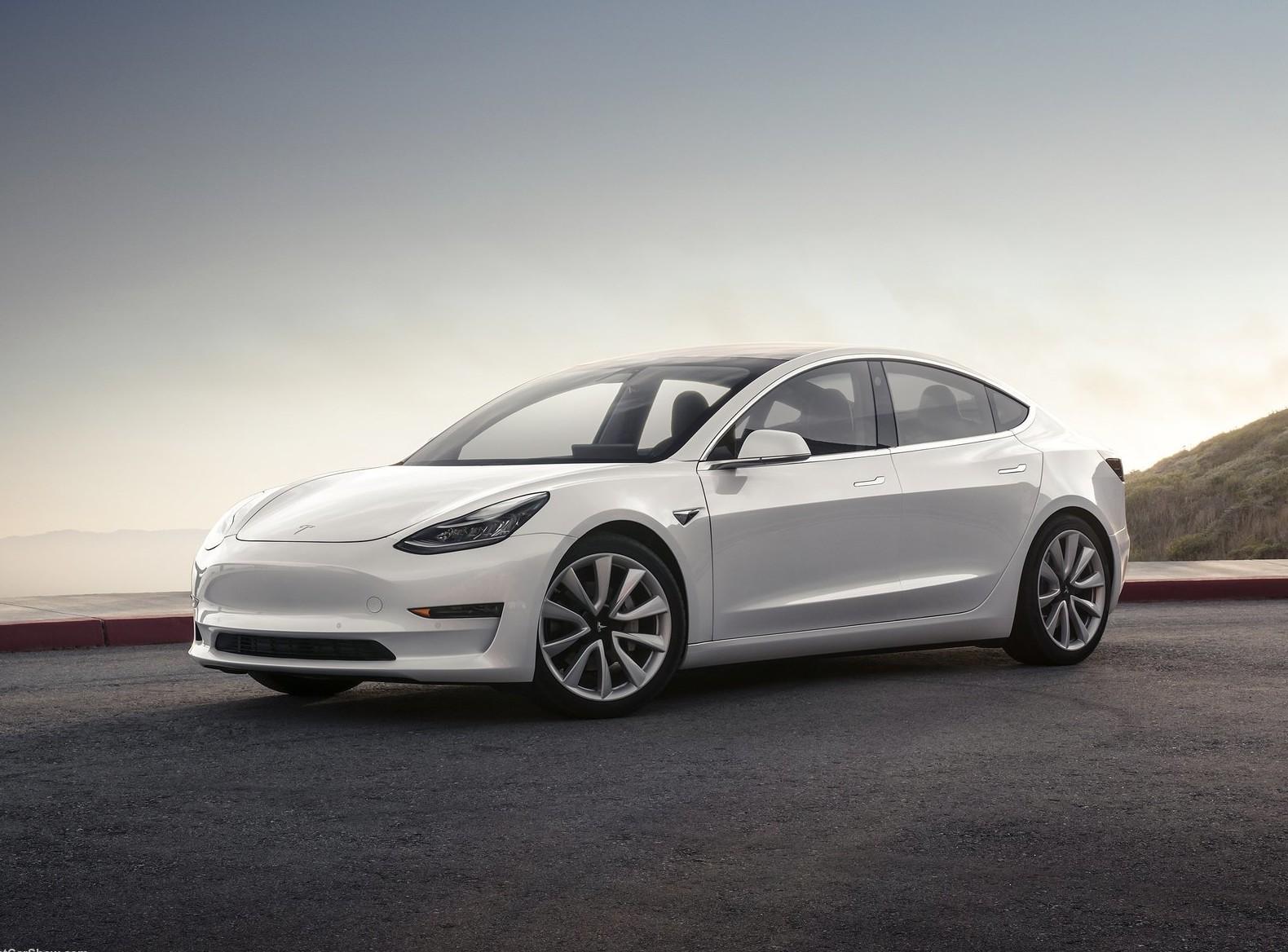 Компания Tesla в 2017 побила рекорд попродажам