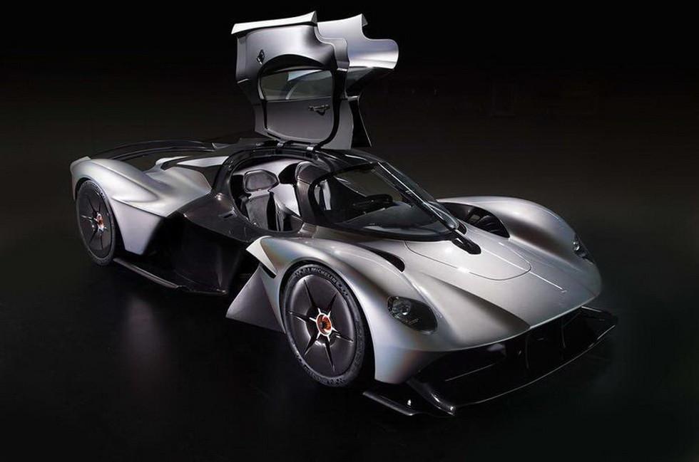 На фото: трековый Aston Martin Valkyrie AMR Pro