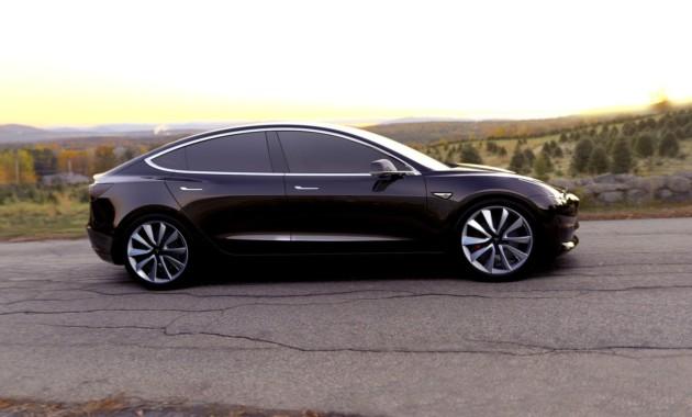 Tesla Model Xотбуксировал многотонную фуру