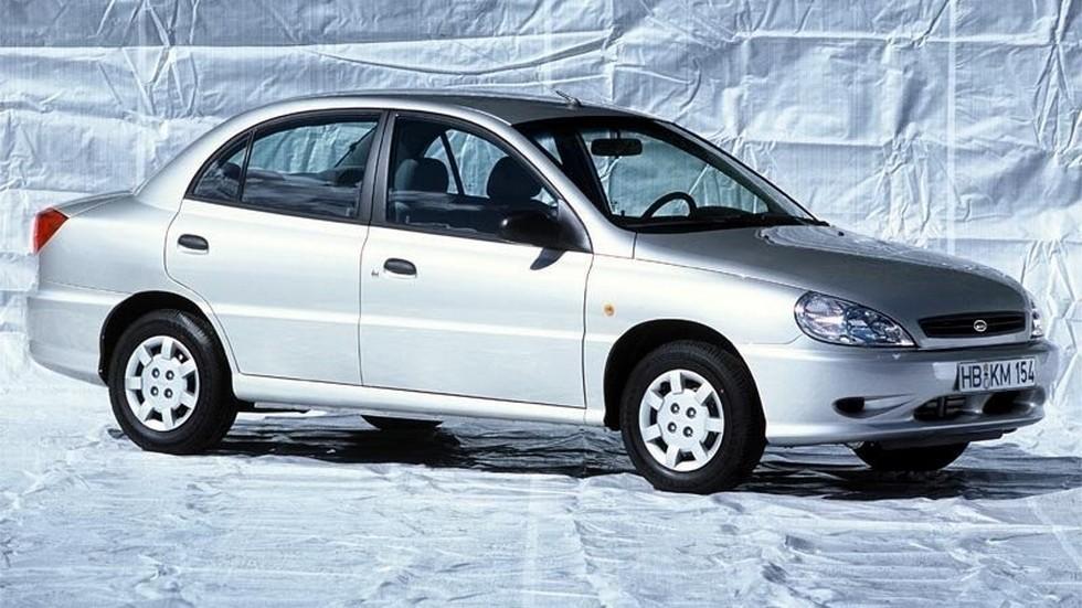 На фото: Kia Rio '2000–02