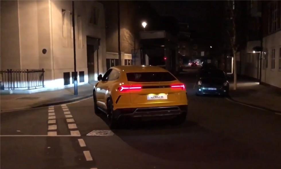 Два Lamborghini Urus замечены на улицах вечернего Лондона