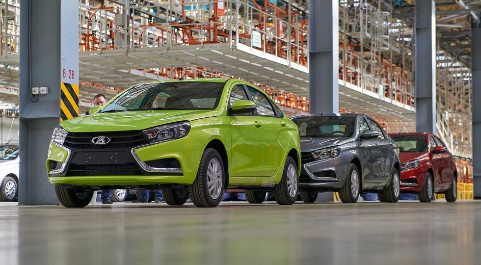 На фото: Lada Vesta, И седаны, и универсалы производят на заводе Lada Ижевск (бывший ИжАвто)