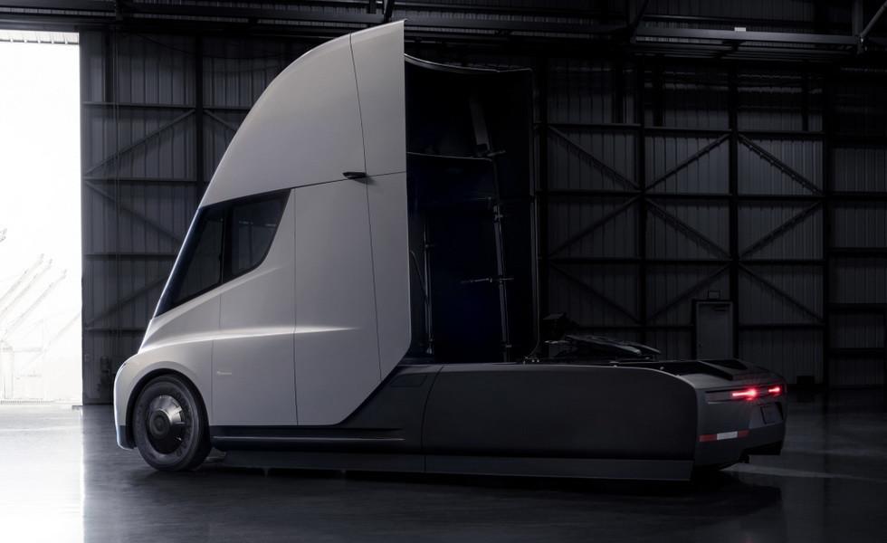 Tesla Semi 3
