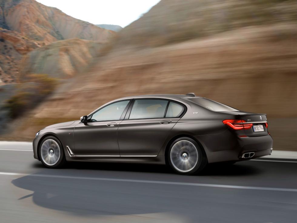 На фото: BMW M760Li xDrive