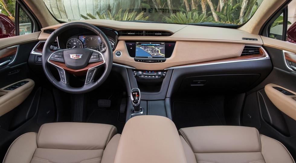 На фото: интерьер Cadillac XT5