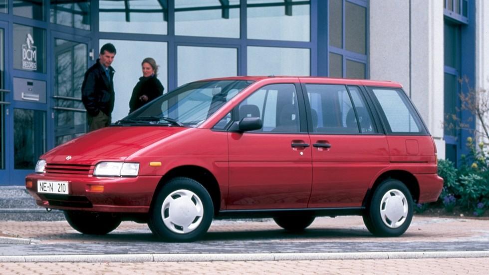 На фото: серийный УПВ Nissan Prairie (1988 год)
